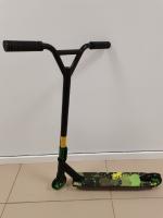 Трюковой самокат черно-зеленый
